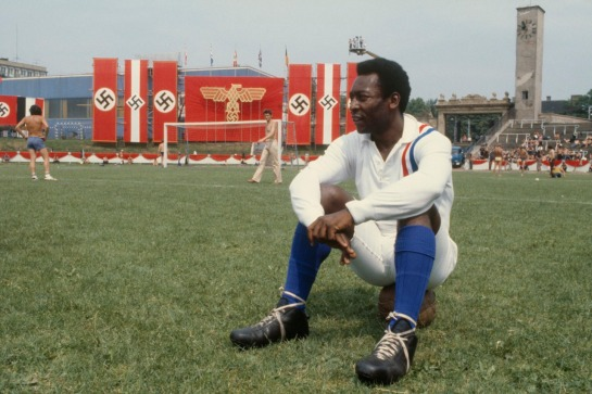 interleaning-pele-on-the-set-of-victory